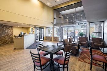 Lobby at Travelers Inn in Phoenix