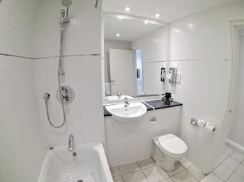 Gainsborough House Hotel - Bathroom  - #0