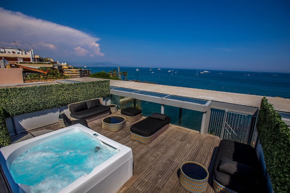 Suite : Royal Suite, 2 Bedrooms, Hot Tub, Sea View 6 of 169
