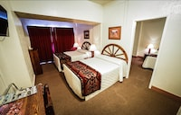 Deluxe Suite, Multiple Beds