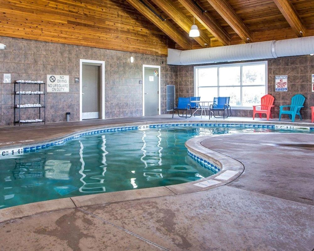 컴포트 스위트 코럴빌(Comfort Suites Coralville) Hotel Image 5 - Pool