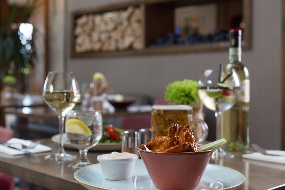 캐슬녹 호텔(Castleknock Hotel) Hotel Image 56 - Food and Drink