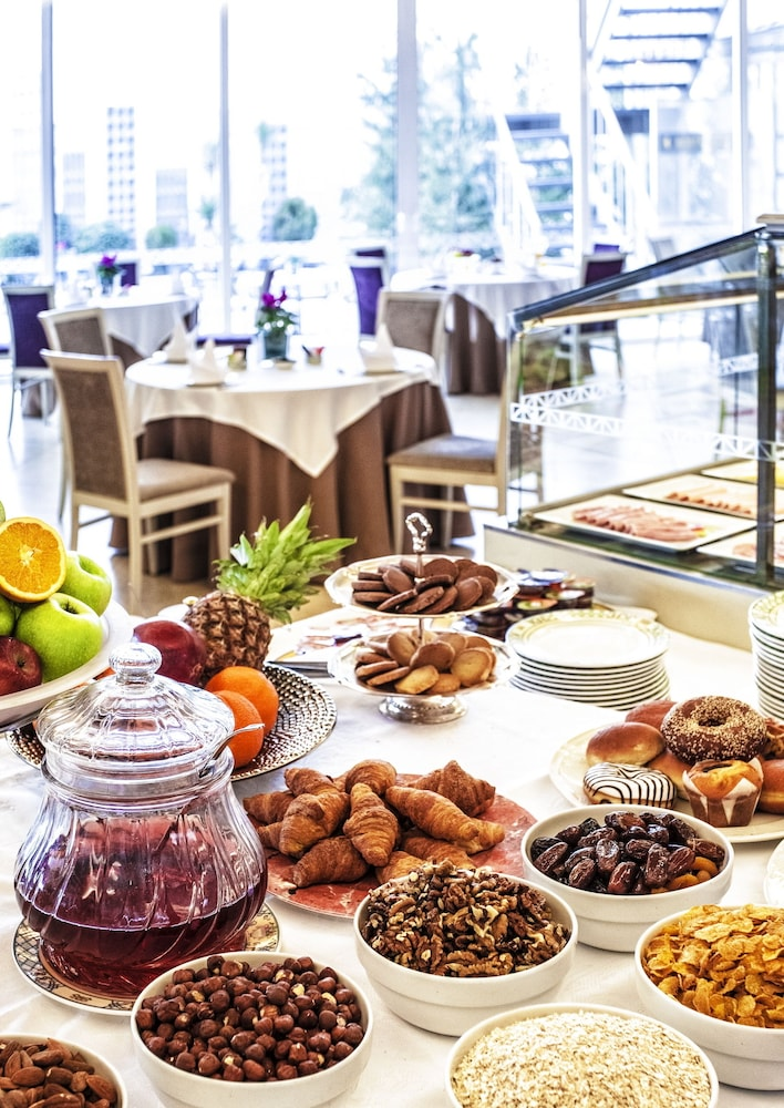 호텔 파노라마(Hotel Panorama) Hotel Image 42 - Breakfast Area