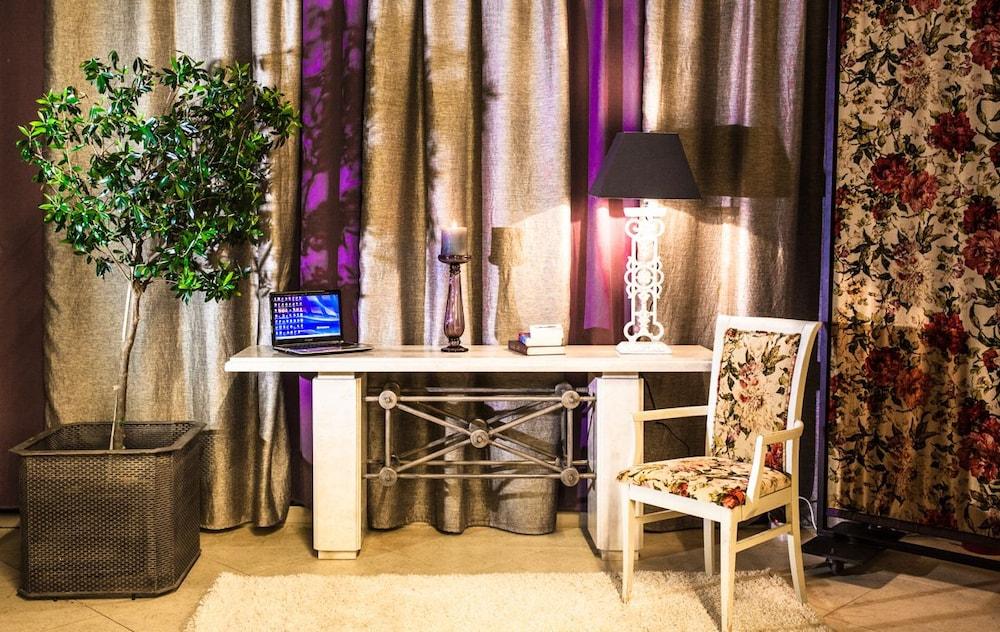 호텔 파노라마(Hotel Panorama) Hotel Image 5 - Lobby Sitting Area
