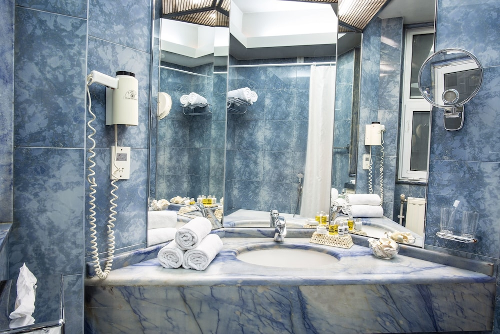 호텔 파노라마(Hotel Panorama) Hotel Image 37 - Bathroom