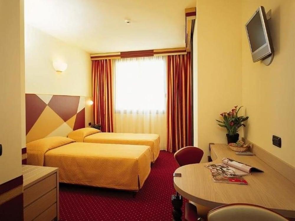 아트 앤드 호텔 아에로포르토(Art & Hotel Aeroporto) Hotel Image 5 - Guestroom