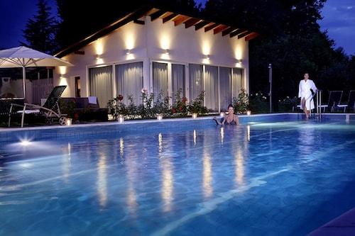 __{offers.Best_flights}__ Hotel Hirschen