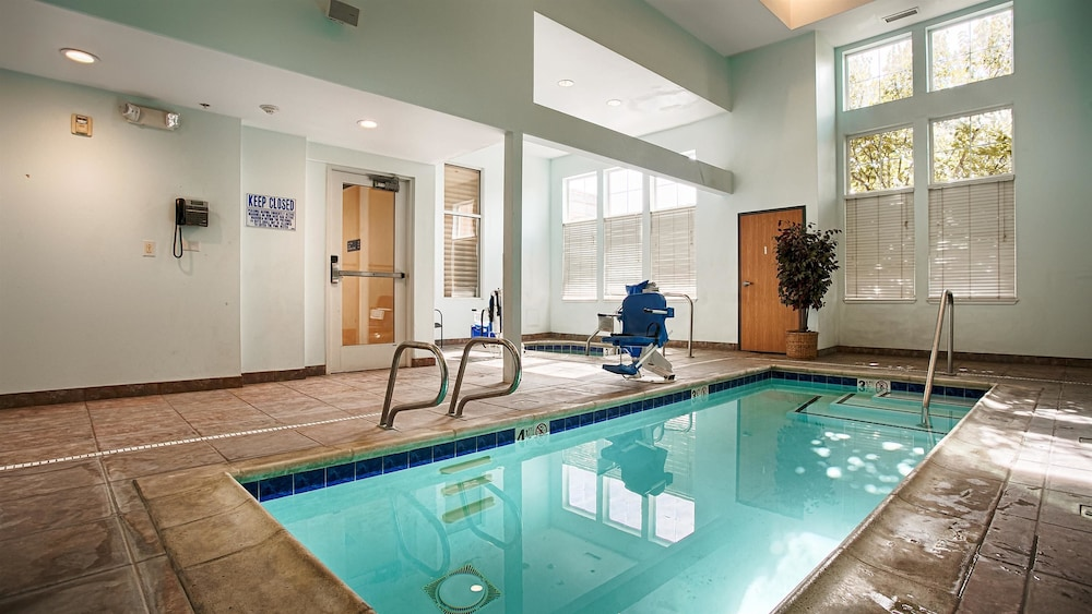 베스트 웨스턴 I-5 인 & 스위트(Best Western I-5 Inn & Suites) Hotel Image 14 - Indoor Pool