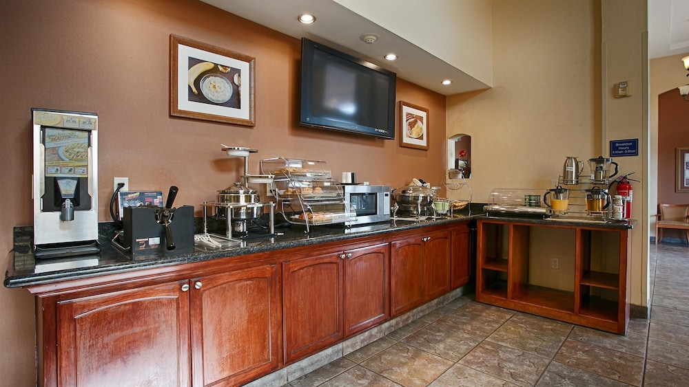 베스트 웨스턴 I-5 인 & 스위트(Best Western I-5 Inn & Suites) Hotel Image 19 - Breakfast Area