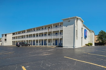 Motel 6 Blue Springs, MO