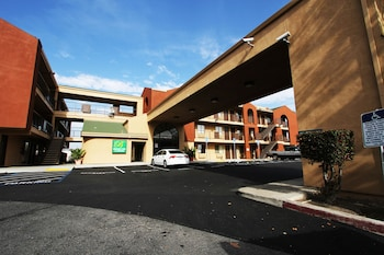 經濟套房飯店 Budget Inn and Suites