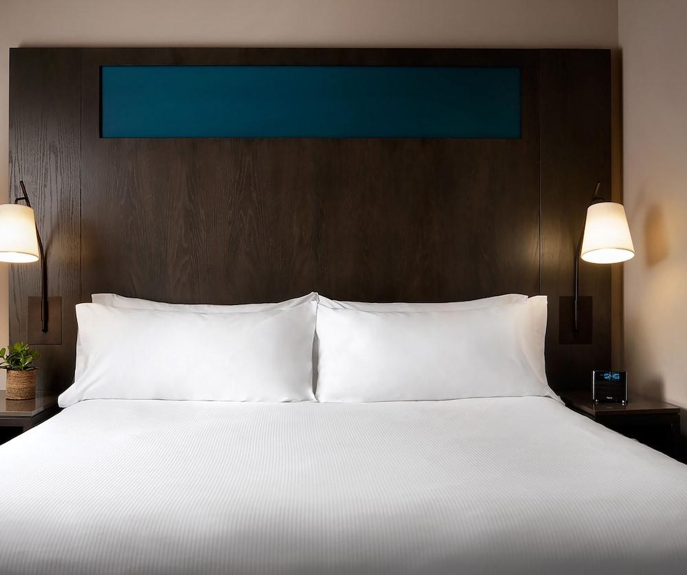 원 킹 웨스트 호텔 앤드 레지던스(One King West Hotel & Residence) Hotel Image 10 - Guestroom
