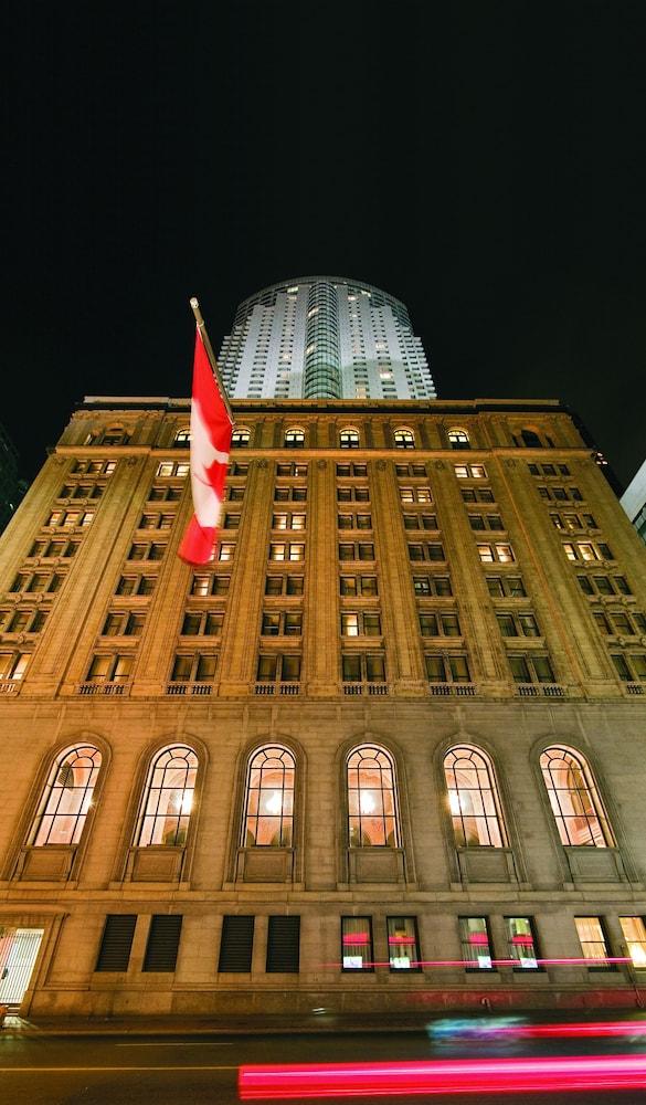 원 킹 웨스트 호텔 앤드 레지던스(One King West Hotel & Residence) Hotel Image 43 - Hotel Front - Evening/Night
