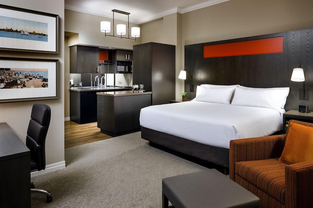 원 킹 웨스트 호텔 앤드 레지던스(One King West Hotel & Residence) Hotel Image 5 - Guestroom