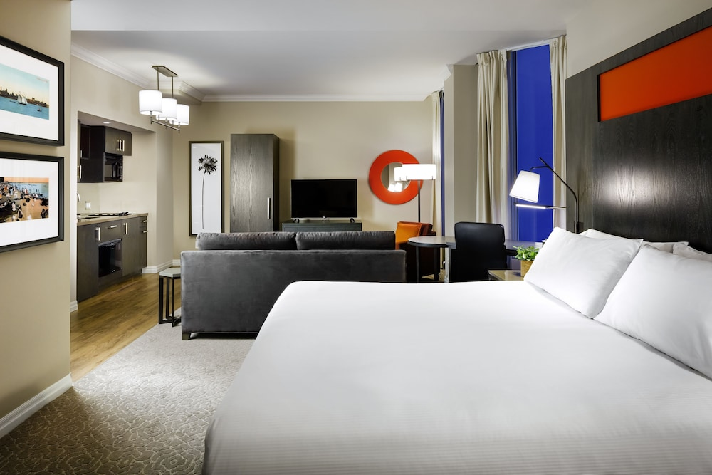 원 킹 웨스트 호텔 앤드 레지던스(One King West Hotel & Residence) Hotel Image 13 - Guestroom