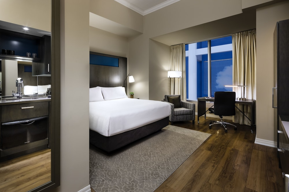 원 킹 웨스트 호텔 앤드 레지던스(One King West Hotel & Residence) Hotel Image 14 - Guestroom