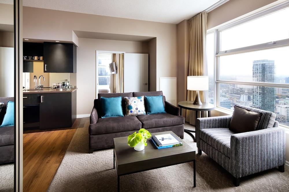 원 킹 웨스트 호텔 앤드 레지던스(One King West Hotel & Residence) Hotel Image 17 - Guestroom