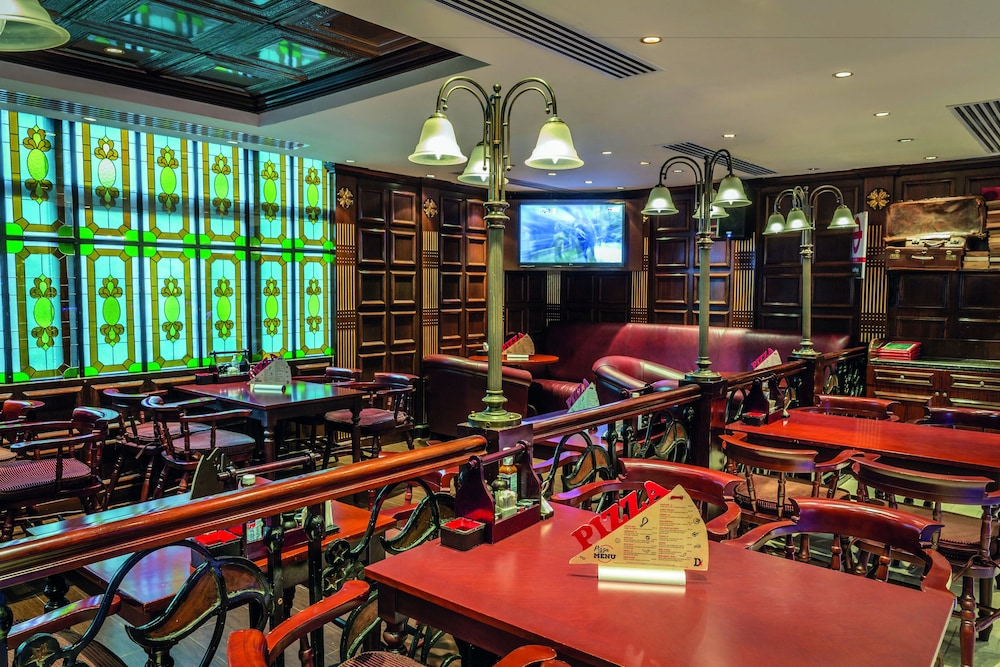 로다 알 무로즈(Roda Al Murooj) Hotel Image 76 - Sports Bar