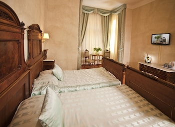 Double or Twin Room (Antique)