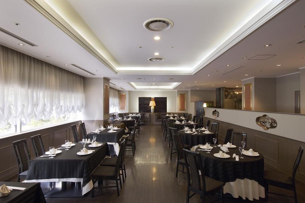 호텔 니코 히메지(Hotel Nikko Himeji) Hotel Image 59 - Restaurant