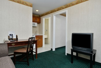 Suite, 1 Queen Bed, Non Smoking, Refrigerator