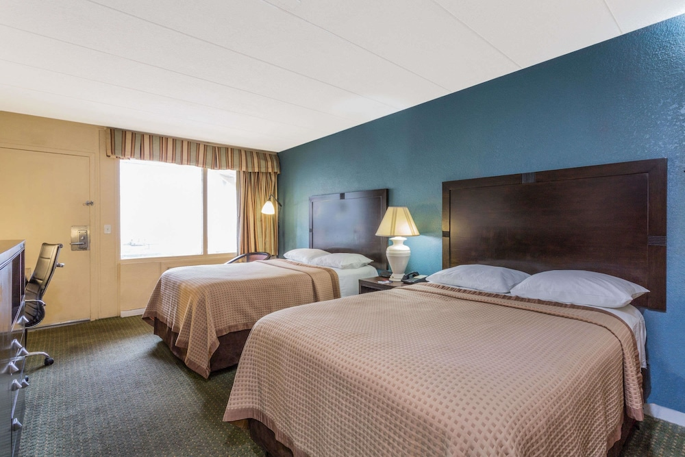 트래블로지 버지니아 비치(Travelodge Virginia Beach) Hotel Image 11 - Guestroom