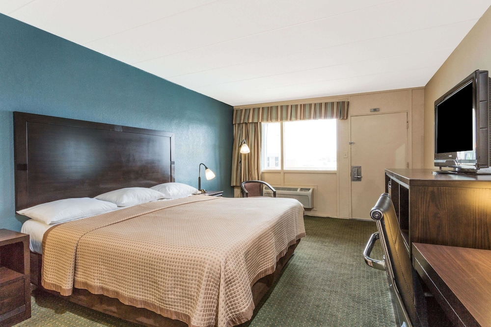 트래블로지 버지니아 비치(Travelodge Virginia Beach) Hotel Image 7 - Guestroom