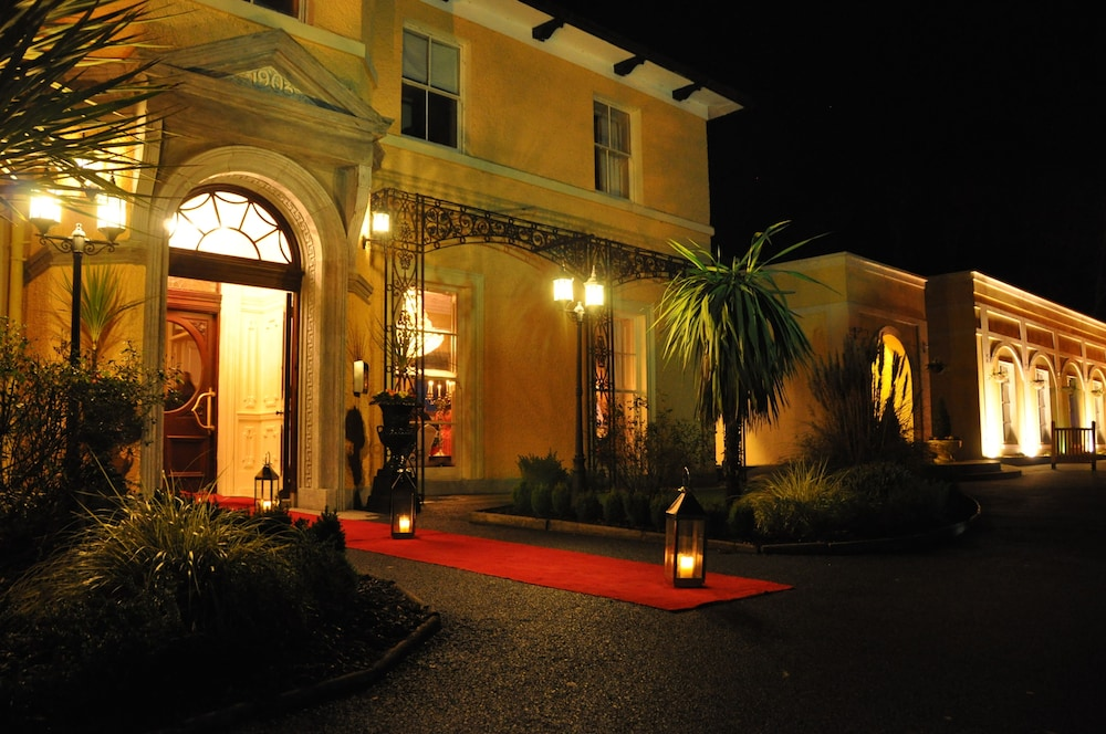 비엔나 우즈 호텔(Vienna Woods Hotel) Hotel Image 15 - Hotel Front - Evening/Night