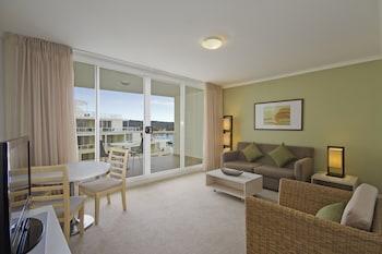 1 Bedroom Deluxe Suite - Weekly Housekeeping for stays 8 nights plus