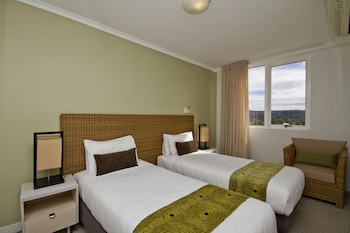 2 Bedroom Suite - Weekly Housekeeping for stays 8 nights plus