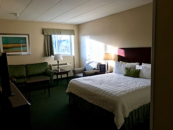 Heritage House Hotel in Hyannis, MA | BookIt com