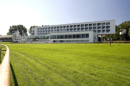 . ATLANTIC Hotel Galopprennbahn