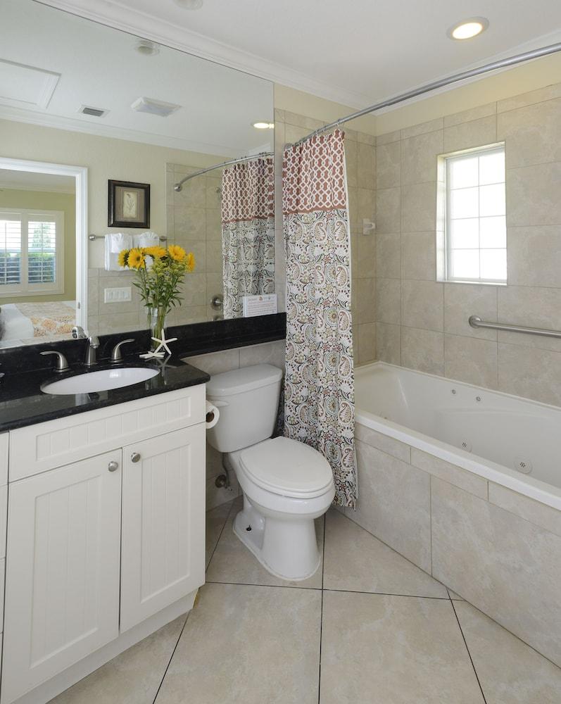 트로피컬 비치 리조트(Tropical Beach Resorts) Hotel Image 135 - Bathroom