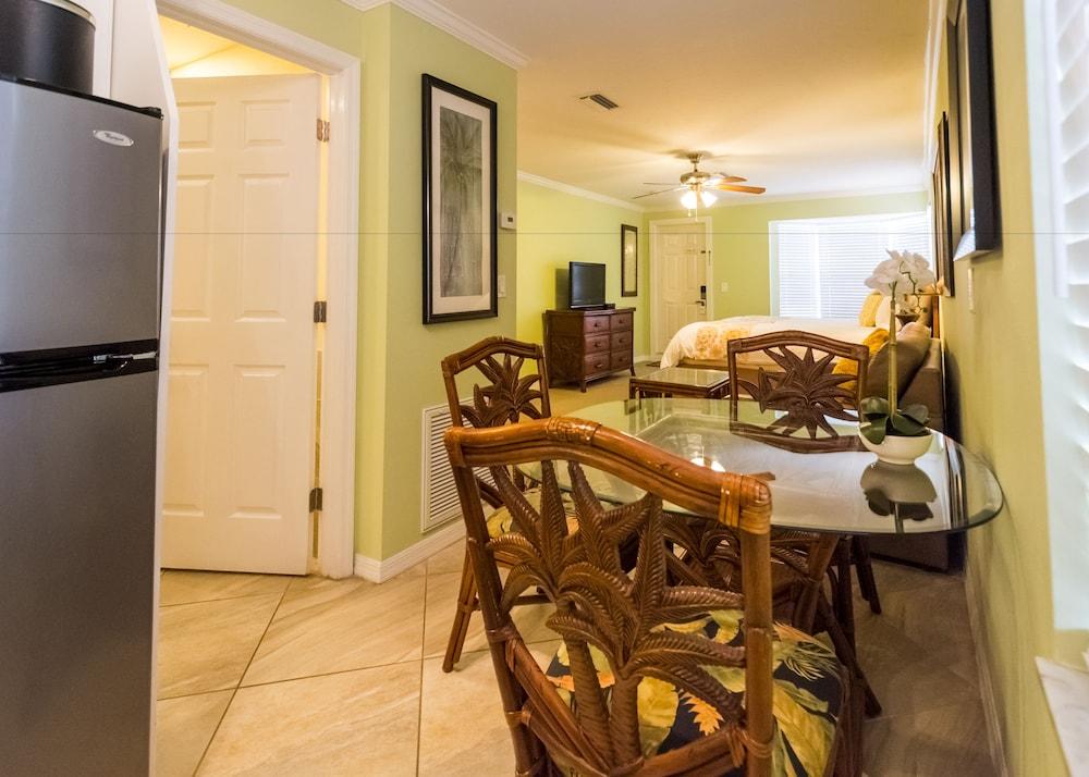 트로피컬 비치 리조트(Tropical Beach Resorts) Hotel Image 123 - Living Area