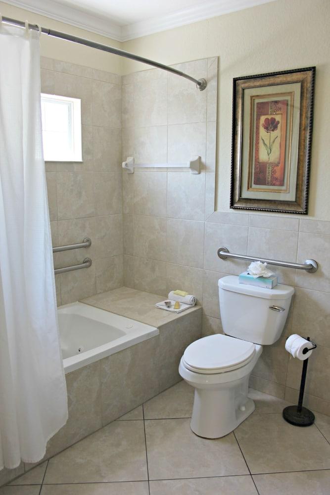 트로피컬 비치 리조트(Tropical Beach Resorts) Hotel Image 132 - Bathroom