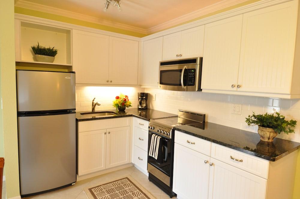 트로피컬 비치 리조트(Tropical Beach Resorts) Hotel Image 111 - In-Room Kitchen