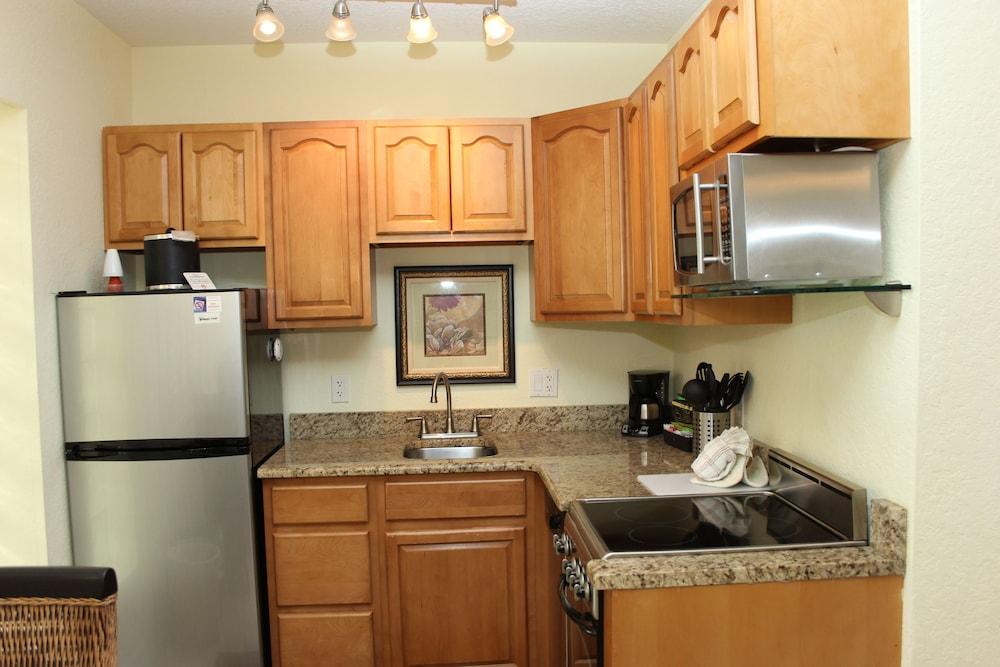 트로피컬 비치 리조트(Tropical Beach Resorts) Hotel Image 110 - In-Room Kitchen
