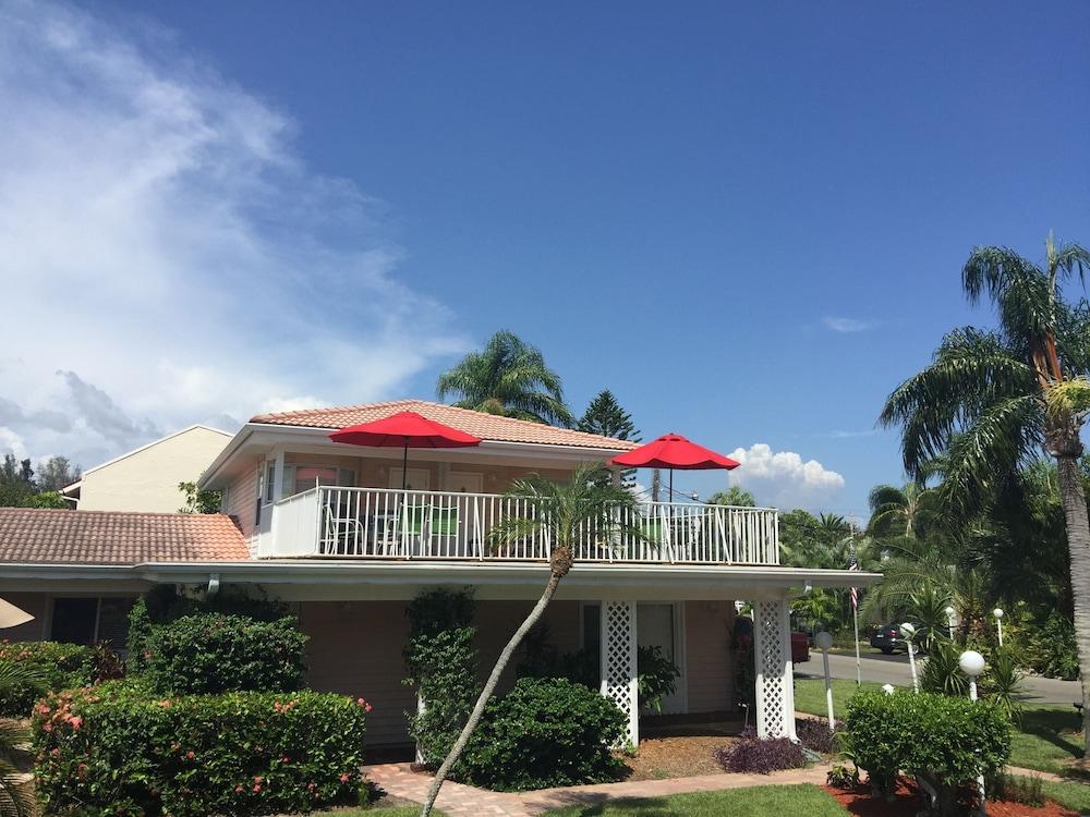 트로피컬 비치 리조트(Tropical Beach Resorts) Hotel Image 126 - Terrace/Patio