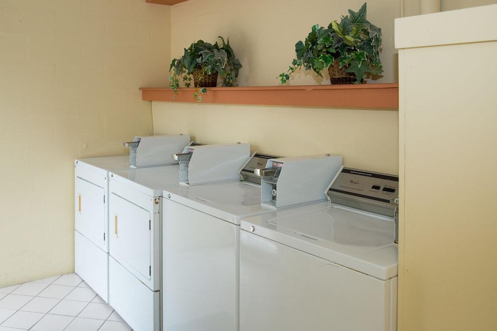 트로피컬 비치 리조트(Tropical Beach Resorts) Hotel Image 152 - Laundry Room