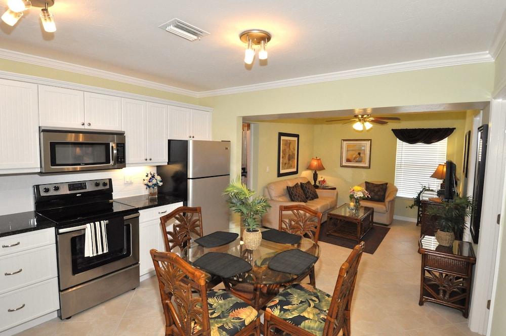 트로피컬 비치 리조트(Tropical Beach Resorts) Hotel Image 109 - In-Room Kitchen