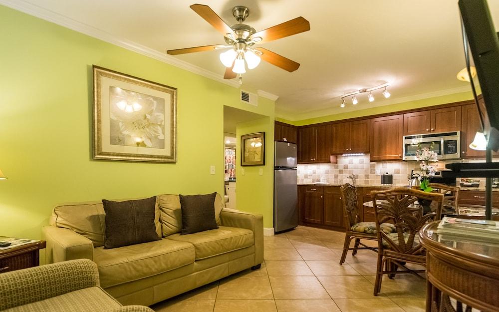 트로피컬 비치 리조트(Tropical Beach Resorts) Hotel Image 124 - Living Area