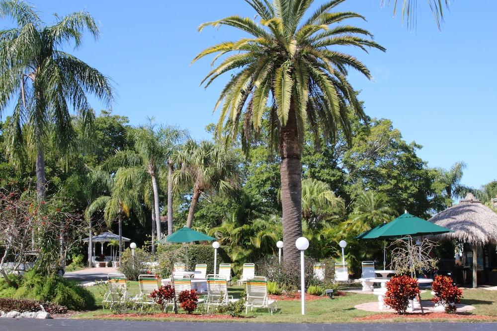 트로피컬 비치 리조트(Tropical Beach Resorts) Hotel Image 164 - Courtyard