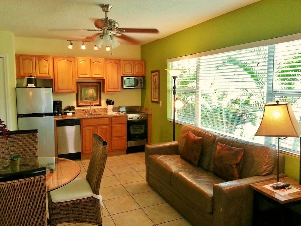 트로피컬 비치 리조트(Tropical Beach Resorts) Hotel Image 105 - In-Room Kitchen