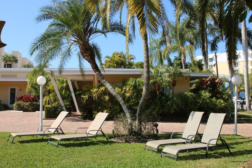 트로피컬 비치 리조트(Tropical Beach Resorts) Hotel Image 169 - Exterior