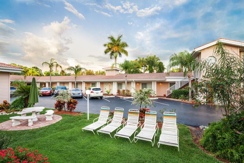 트로피컬 비치 리조트(Tropical Beach Resorts) Hotel Image 166 - Courtyard