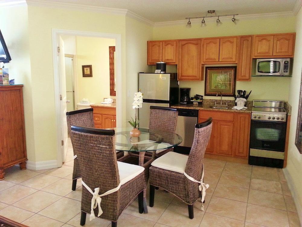 트로피컬 비치 리조트(Tropical Beach Resorts) Hotel Image 107 - In-Room Kitchen