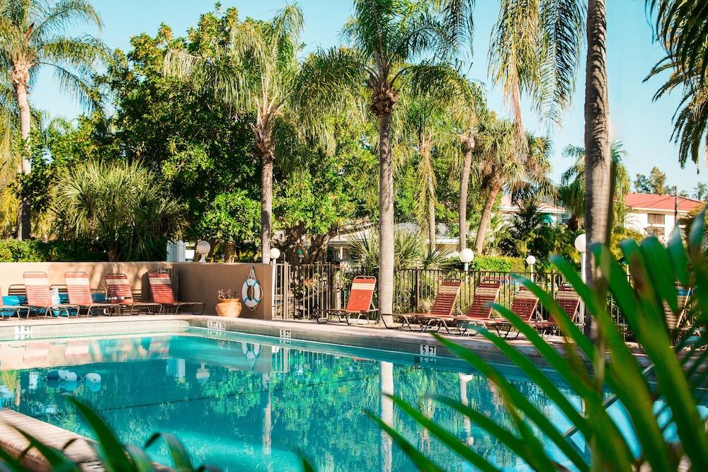 트로피컬 비치 리조트(Tropical Beach Resorts) Hotel Image 141 - Outdoor Pool