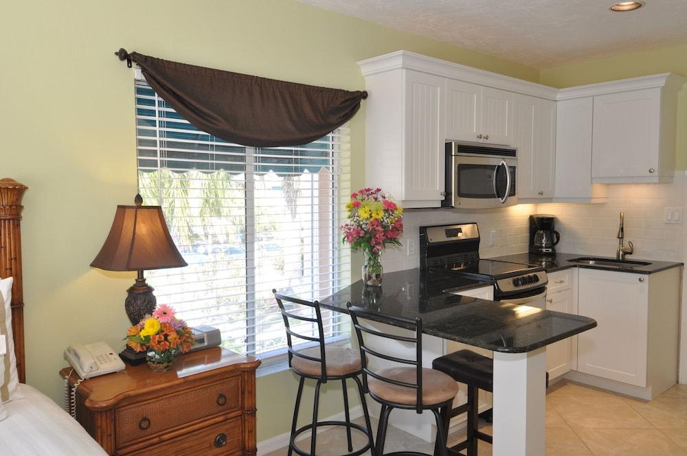 트로피컬 비치 리조트(Tropical Beach Resorts) Hotel Image 104 - In-Room Kitchen