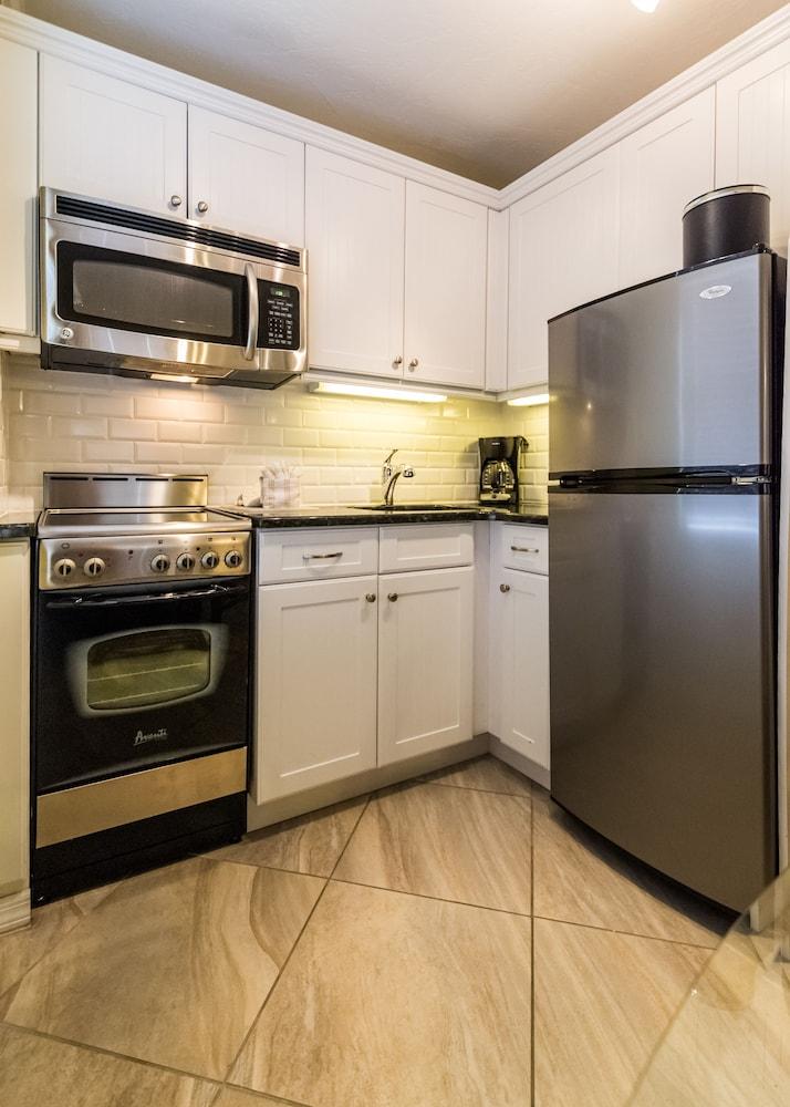 트로피컬 비치 리조트(Tropical Beach Resorts) Hotel Image 114 - In-Room Kitchen