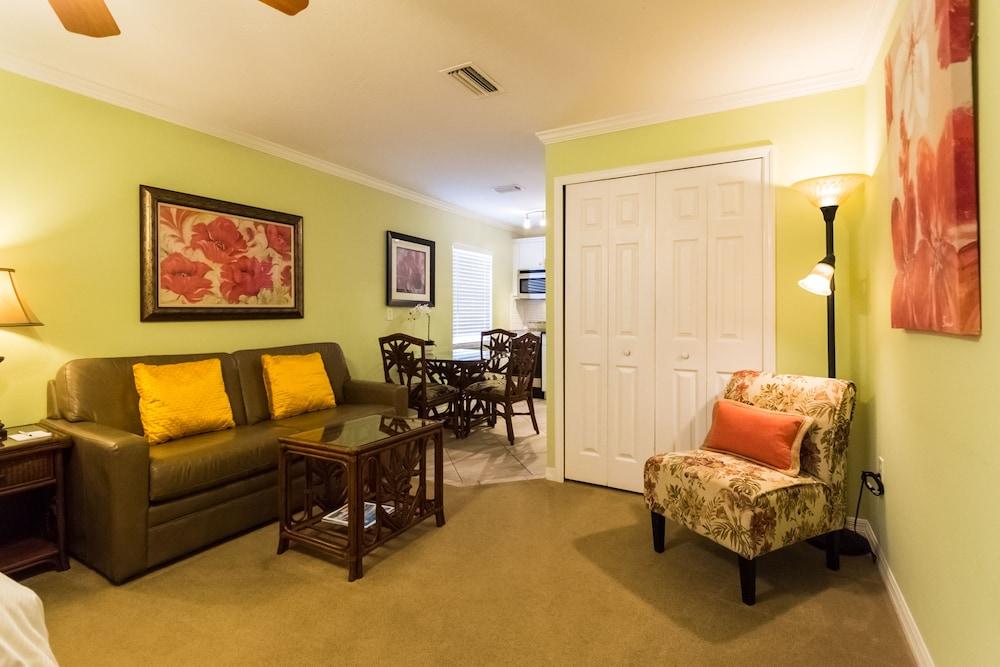 트로피컬 비치 리조트(Tropical Beach Resorts) Hotel Image 125 - Living Area